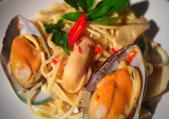 mussel-meat-with-spaghetti-seafood